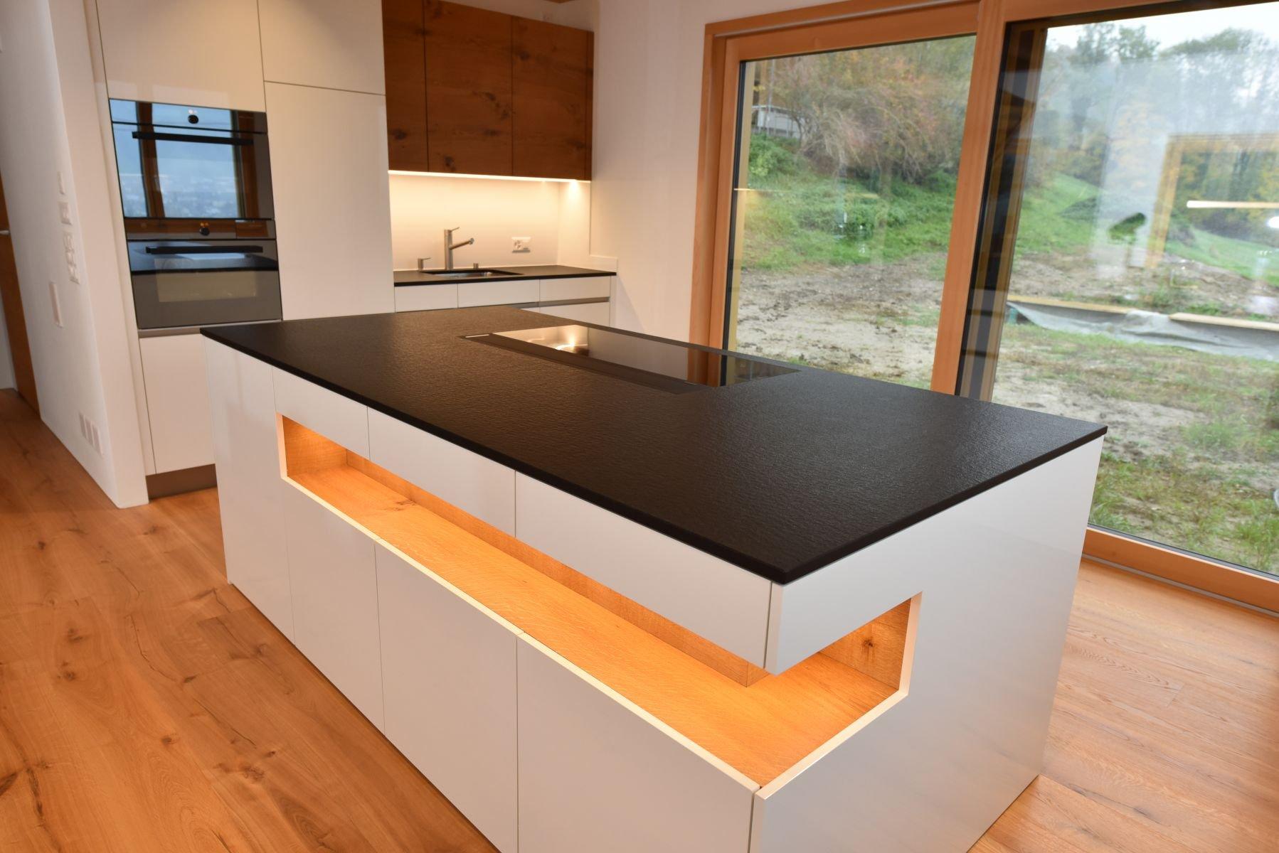 Küche mit Front in Eiche rustikal :: Schreinerei Markus Vogel